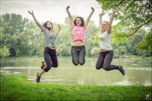 el-mejor-proposito-mujeres-felices-brincando